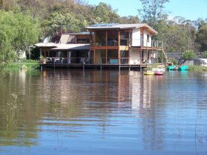 Lakeside Lodge - Redcliffe Tourism